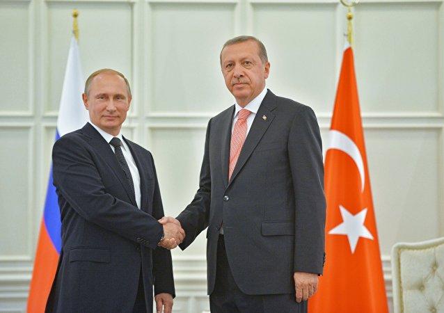 Presidente de Rusia, Vladímir Putin y presidente de Turquía, Recep Tayyip Erdogan (archivo)