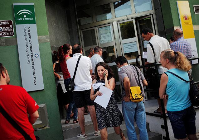 Gente al lado del Servicio Andaluz de Empleo