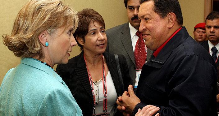 Hillary Clinton, ex secretaria de Estado de EEUU, y Hugo Chávez, expresidente de Venezuela (archivo)