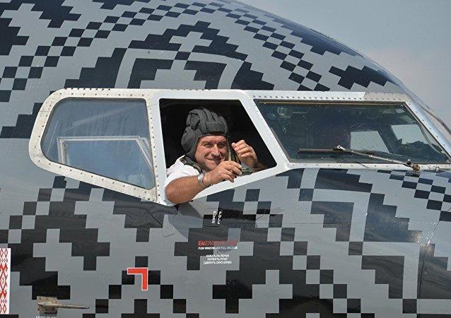 Naranja y negro: así luce el avión de World of Tanks