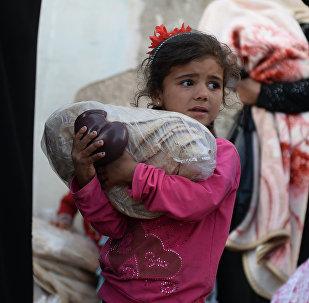 Una niña siria recibe ayuda humanitaria rusa (Archivo)
