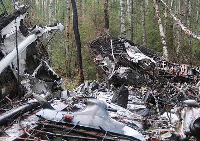 Los restos del An-2 (archivo)