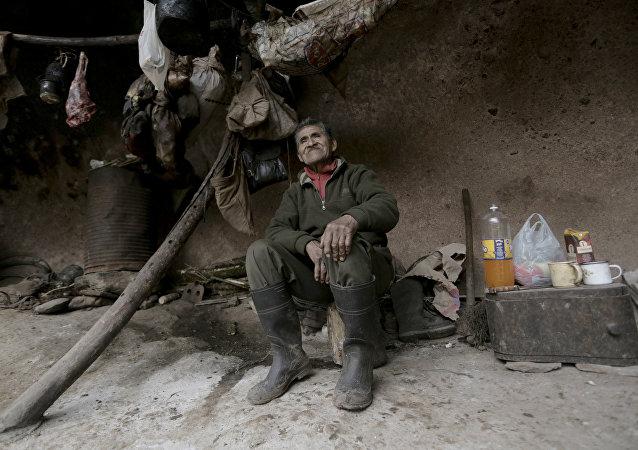 Pedro Luca, el ermitaño argentino que vive en una cueva desde hace 40 años