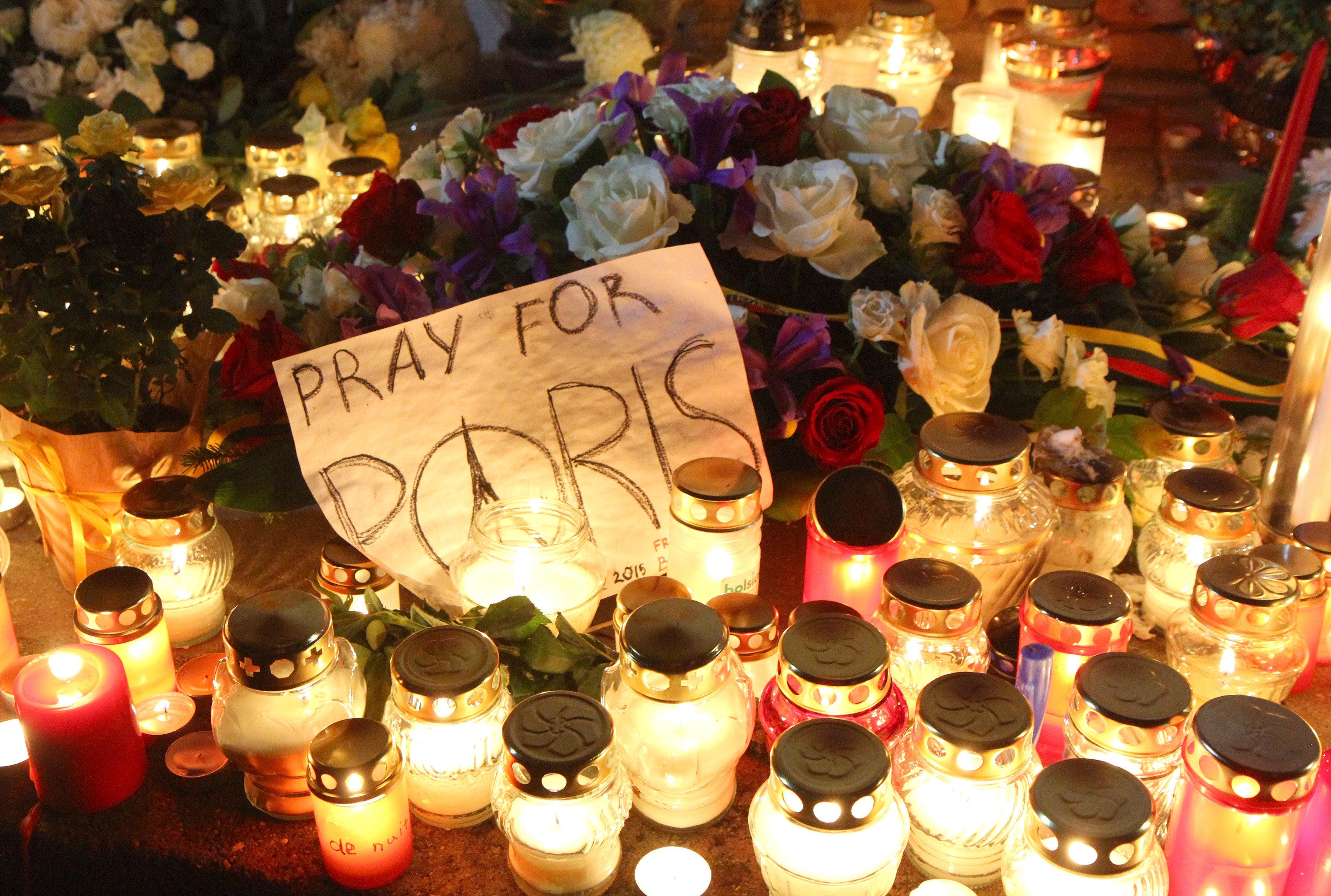 Un día despúes del atentado múltiple en París