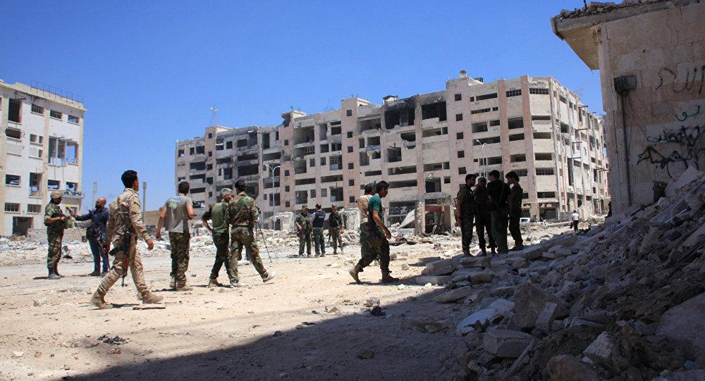 Soldados sirios patrullan las calles del barrio Bani Zeid, Alepo, 28 de julio de 2016