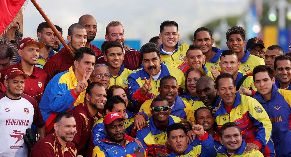 Presidente Nicolas Maduro y equipo olímpico de Venezuela