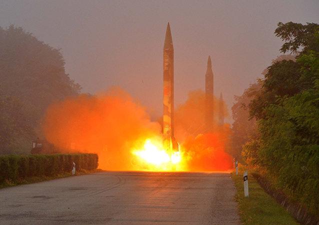Comando estratégico de EEUU reporta 2 lanzamientos de misiles desde Corea del Norte