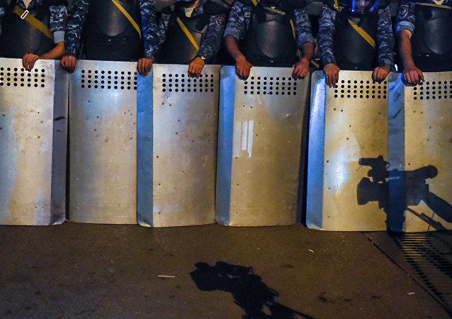 Policía en Ereván