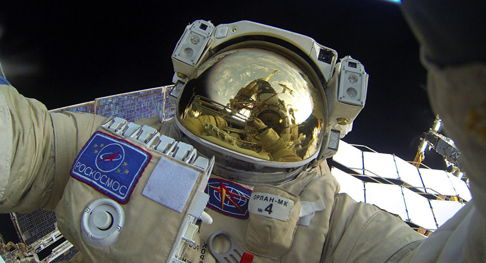 Paseo espacial de los cosmonautas rusos (archivo)