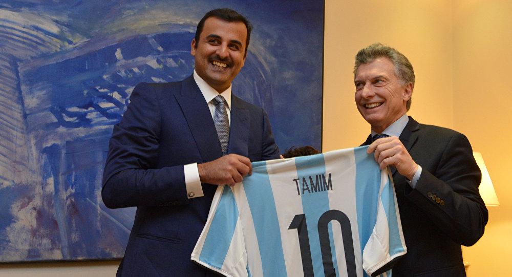 Tamim bin Hamad Al Thani (izda.) y el presidente de Argentina, Mauricio Macri