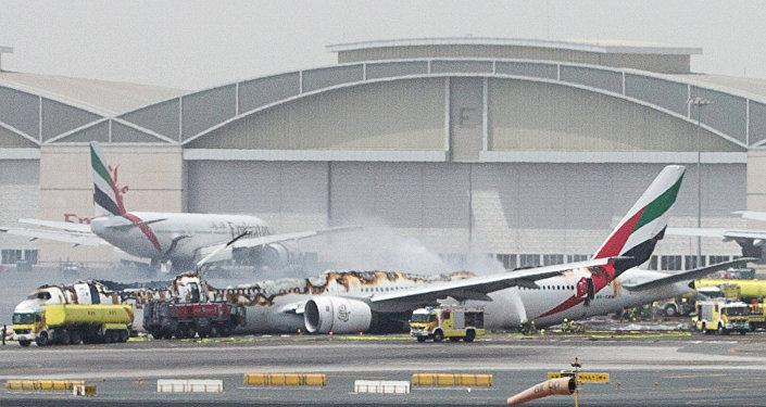 Extinción del avión en aeropuerto de Dubái