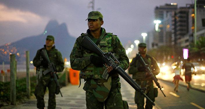 Soldados brasileños en Río de Janeiro