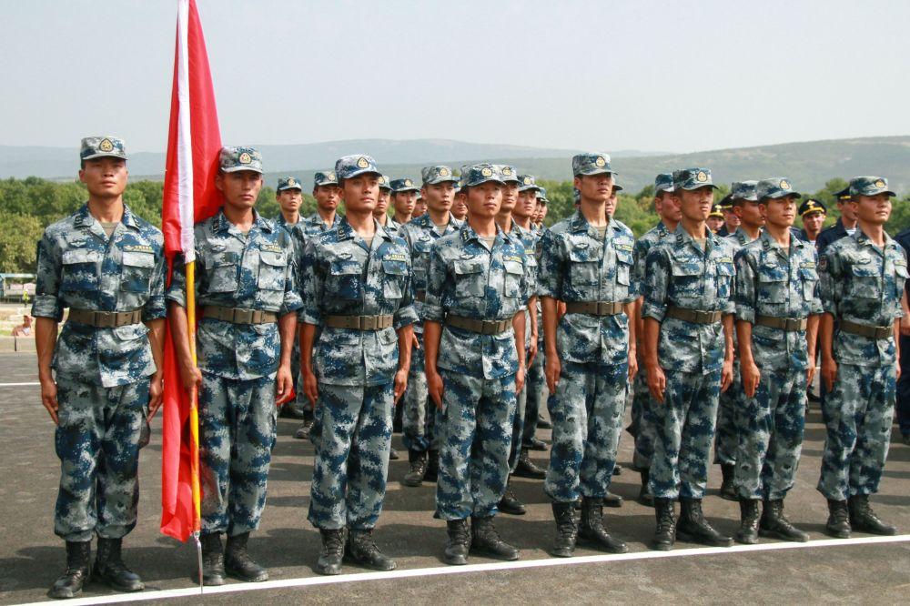 El equipo de China, durante la ceremonia de inauguración del concurso internacional 'Unidad de desembarco 2016'