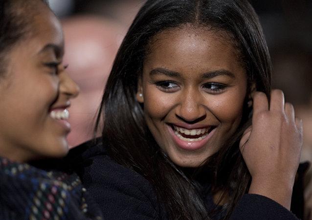 Sasha Obama (derecha)