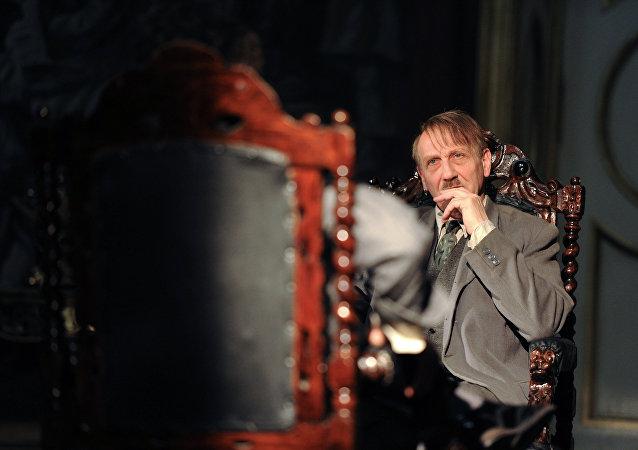 Un actor alemán interpretando el personaje de Hitler