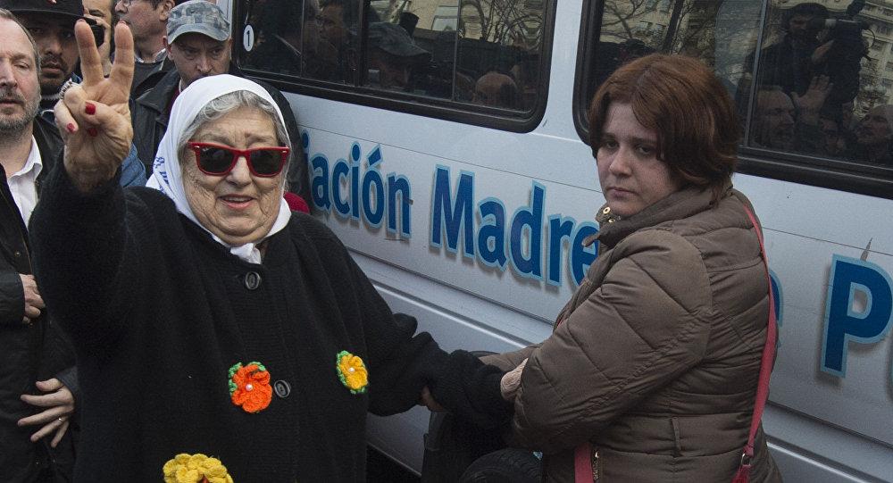Hebe de Bonafini (izda.), presidenta de la organización argentina Madres de Plaza de Mayo