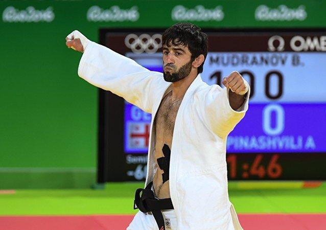 Beslán Mudránov,  judoka ruso