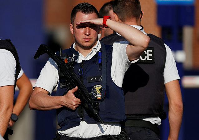 La policía belga en el sitio del ataque en Charleroi