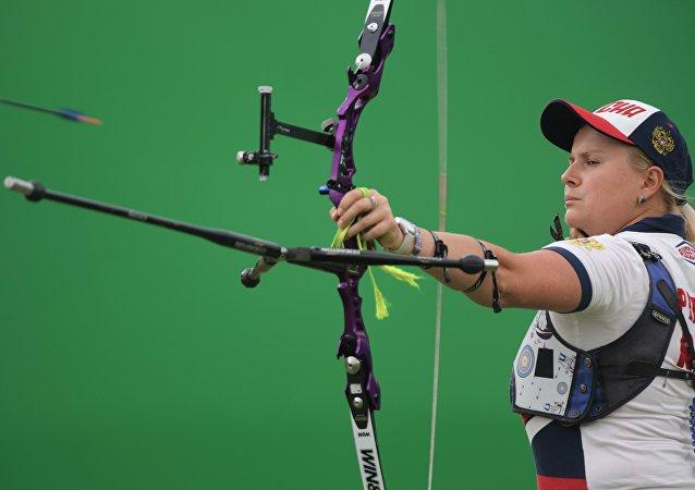 Ksenia Perova de la selección femenina rusa de tiro con arco