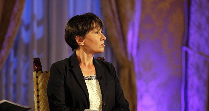 Patricia Lee Wynne (Sputnik Mundo), durante la entrevista con el presidente de Ecuador, Rafael Correa