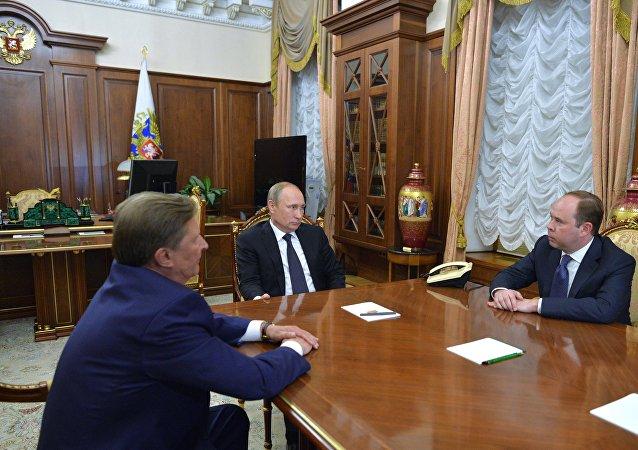 Serguéi Ivanov, Vladímir Putin y Antón Vaino