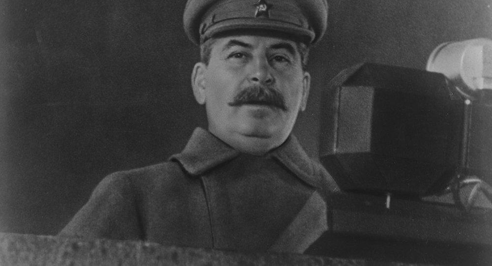 Iósif Stalin hablando a los soldados en el desfile militar soviético, noviembre de 1941