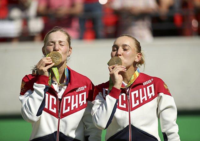 Las tenistas rusas Ekaterina Makarova y Elena Vesnina