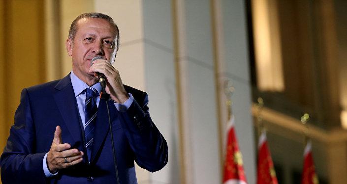 El presidente Recep Tayyip Erdogan durante un discurso frente al Palacio Presidencial, en Ankara