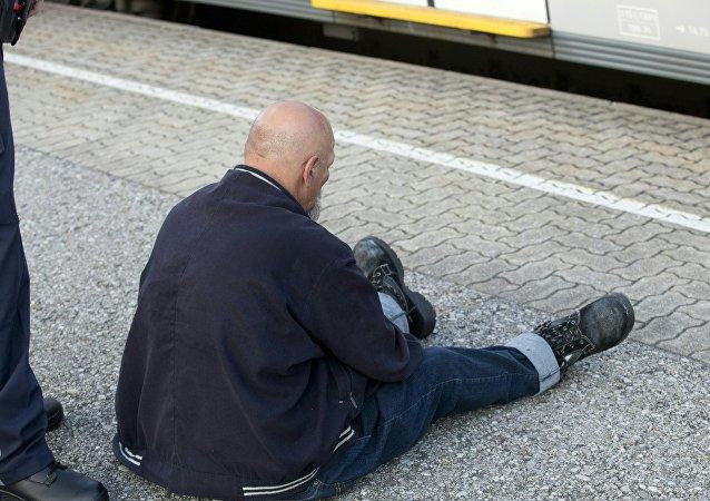 El sospechoso que hirió a tres pasajeros de un tren regional en Austria al atacarlos con un cuchillo.