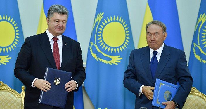Presidente ucraniano, Petró Poroshenko, y presidente kazajo, Nursultán Nazarbáev (archivo)