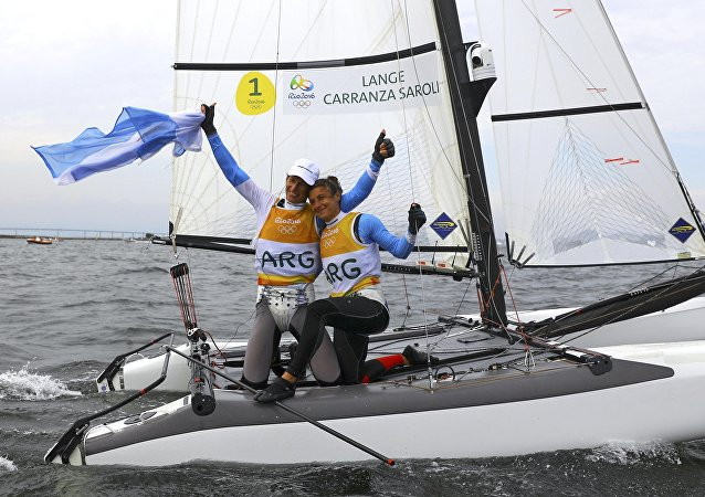 Argentinos Santiago Lange y Cecilia Carranza ganaron el oro en la regata de la clase Nacra 17 mixto en los Juegos Olímpicos de Río 2016