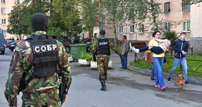Las fuerzas de reacción rápida durante la operación en San Petersburgo