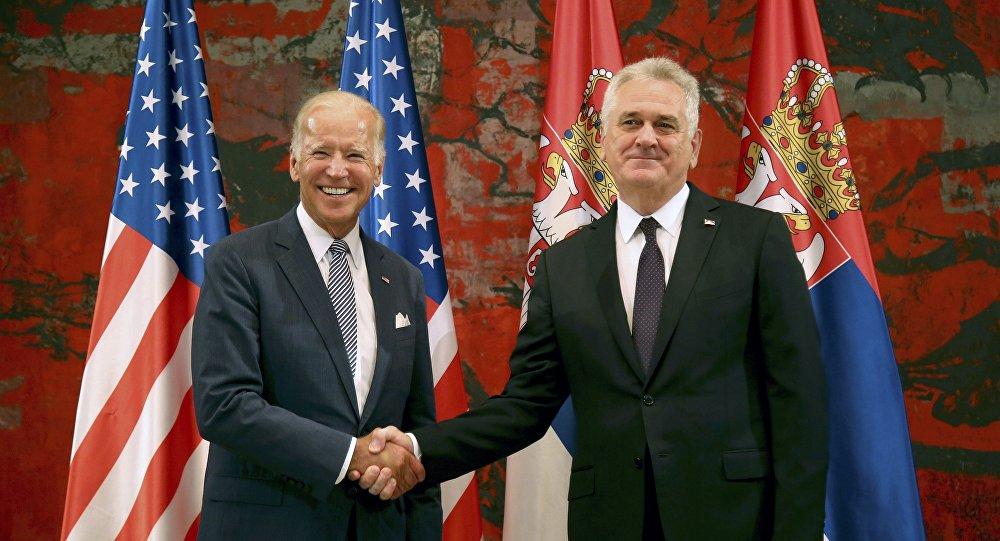 Presidente serbio, Tomislav Nikolic, y vicepresidente de EEUU, Joe Biden