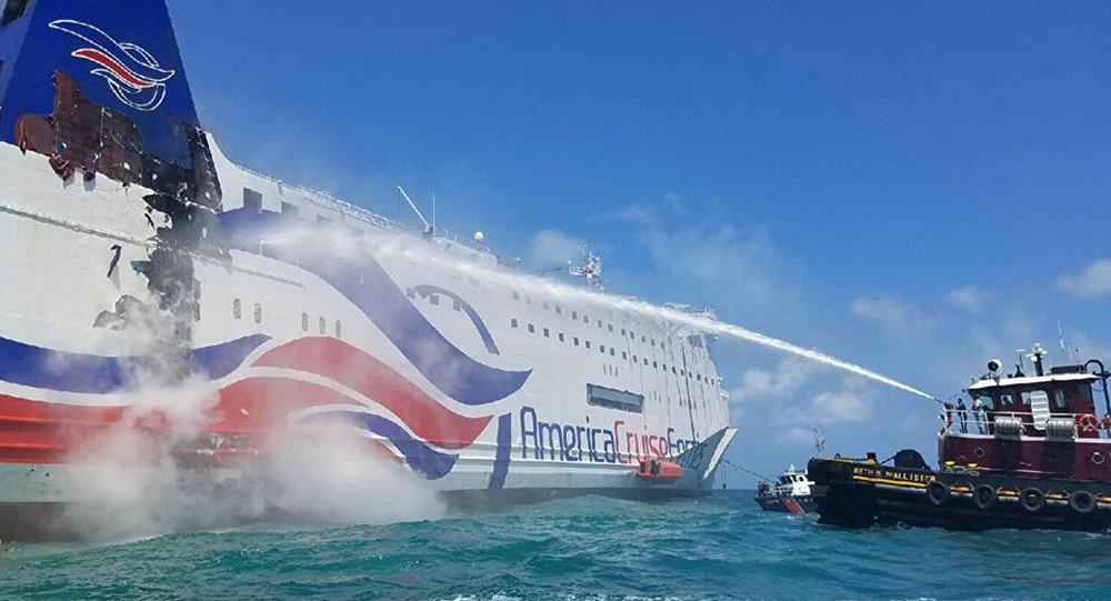 Ferry 'Caribbean Fantasy' incendiado