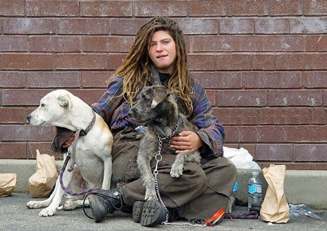 Una mujer sin hogar (archivo)