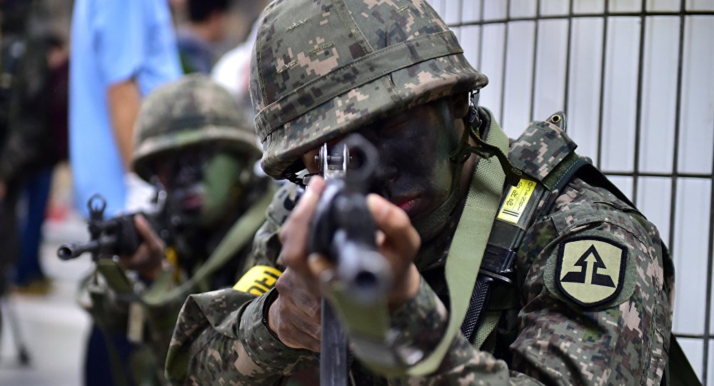 South Korean soldiers take a position during an anti-terror drill on the sidelines of South Korea-US joint military exercise, called Ulchi Freedom Guardian, at a subway station in Seoul on August 19, 2015