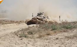 La conducción extrema del transporte blindado BTR-82A