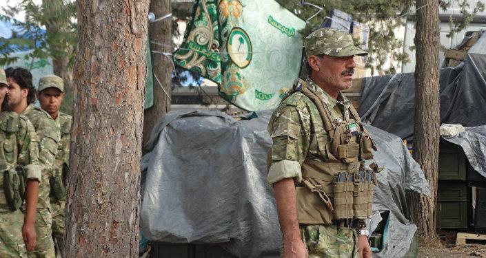 El combatiente del Ejército Libre Sirio cerca de Yarabulus