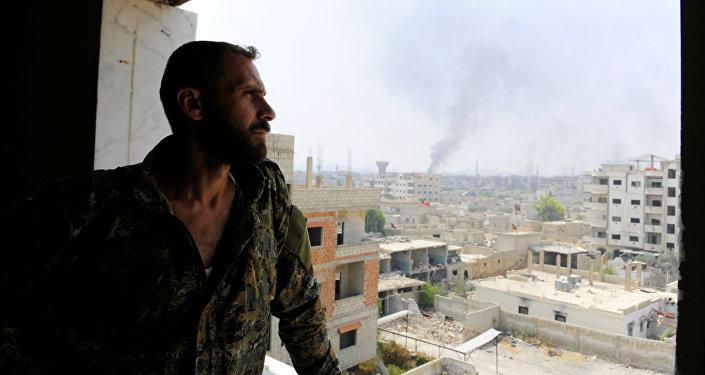 El soldato del ejército sirio en Daraya, Siria