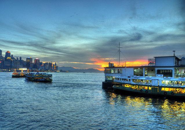 Ferry cerca de Hong Kong
