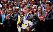 Juan Manuel Santos, presidente de Colombia, declara un alto el fuego definitivo con las FARC (archivo)