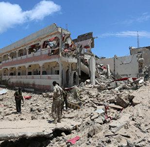 Lugar del ataque con coche bomba cerca del palacio presidencial en la capital somalí, Mogadiscio
