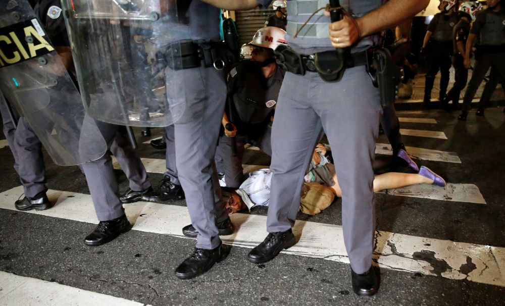 Manifestantes protestan contra la destitución de Dilma Rousseff en Brasil