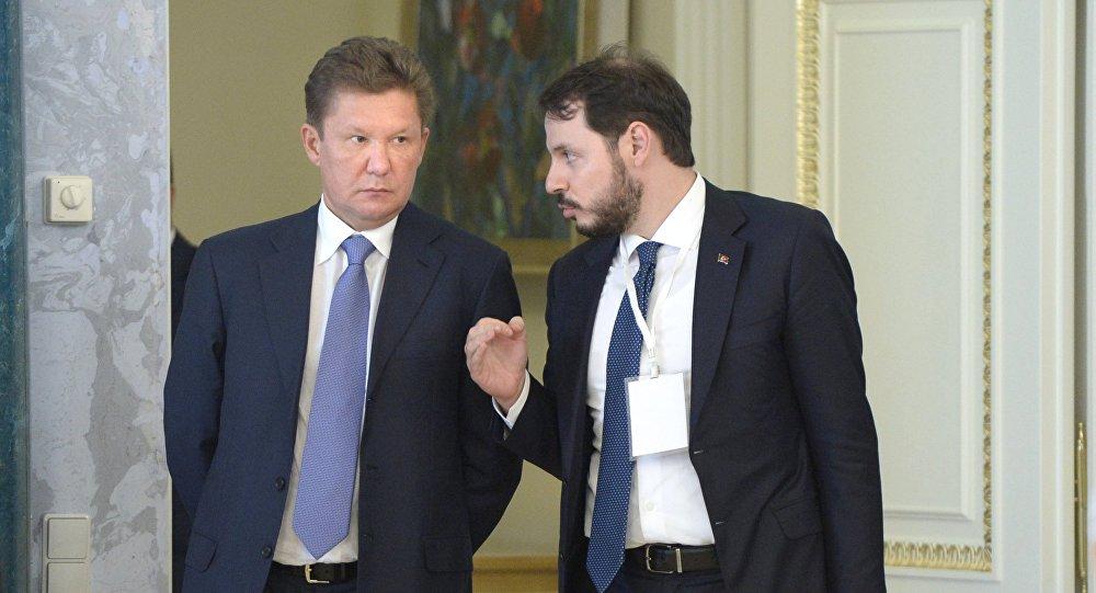 Jefe de la compañía rusa Gazprom, Alexéi Miller, y el ministro de Energía de Turquía, Berat Albayrak
