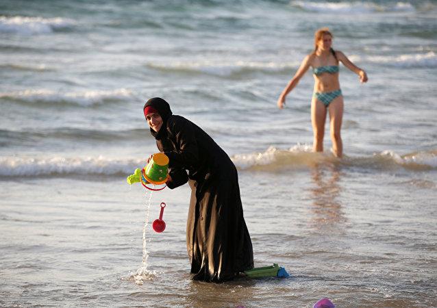 Mujer vestida del burkini