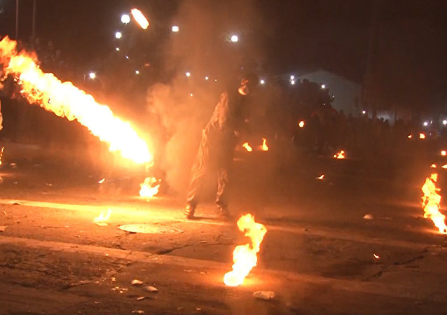 Los salvadoreños emulan a los personajes de Street Fighter II y se tiran bolas de fuego