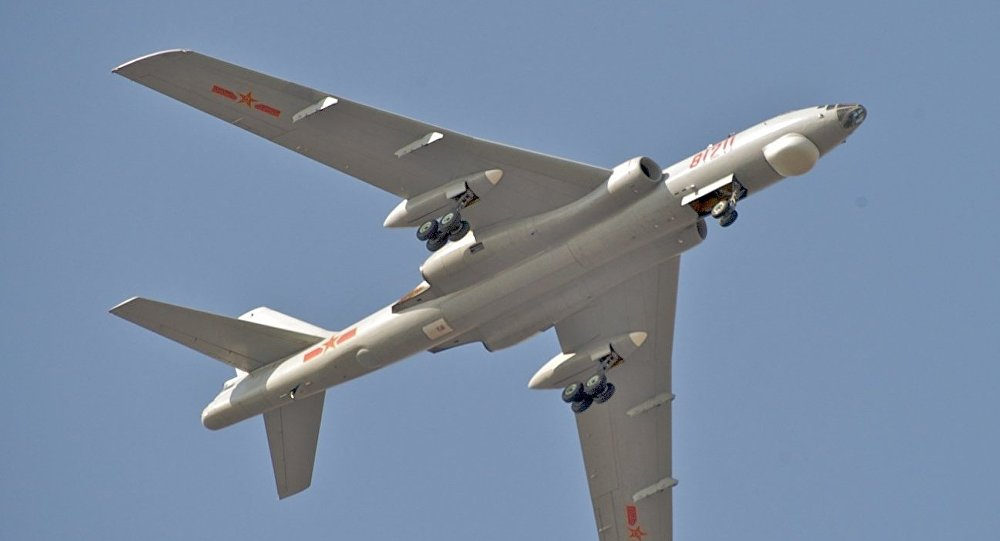 Un bombardero estratégico chino Xian Hong-6K (archivo)