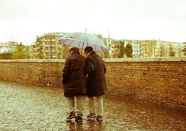 Una pareja de ancianos (archivo)