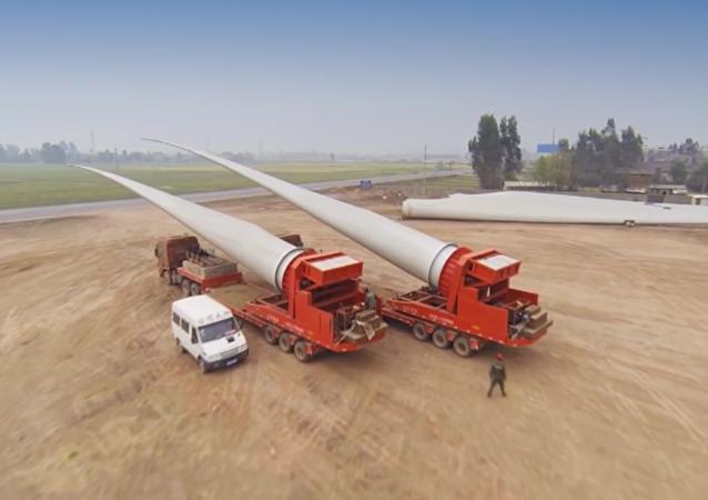 Cómo se transportan las palas de los aerogeneradores gigantes