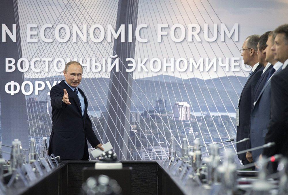El presidente ruso, Vladímir Putin, durante una reunión con los inversores potenciales del Distrito Federal del Lejano Oriente en el marco del Foro Económico Oriental.